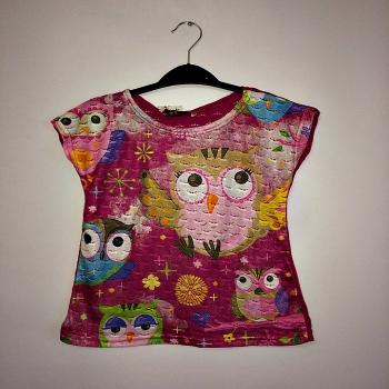 Малиновая футболка для девочек